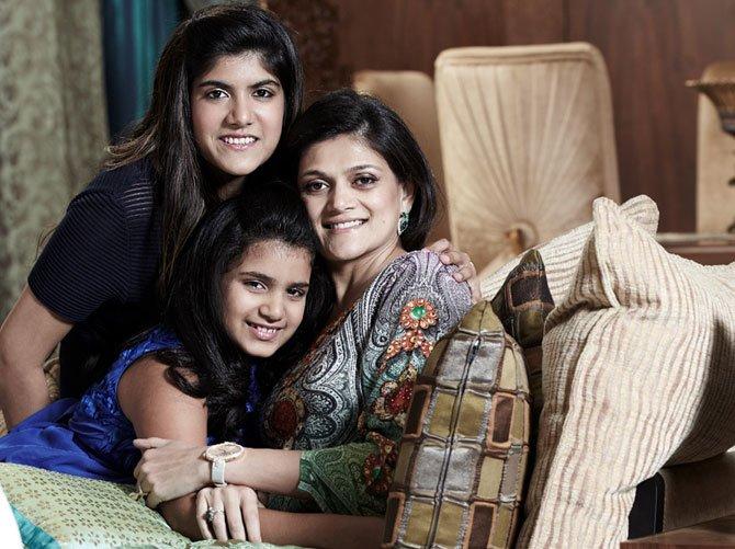 happy-family-india